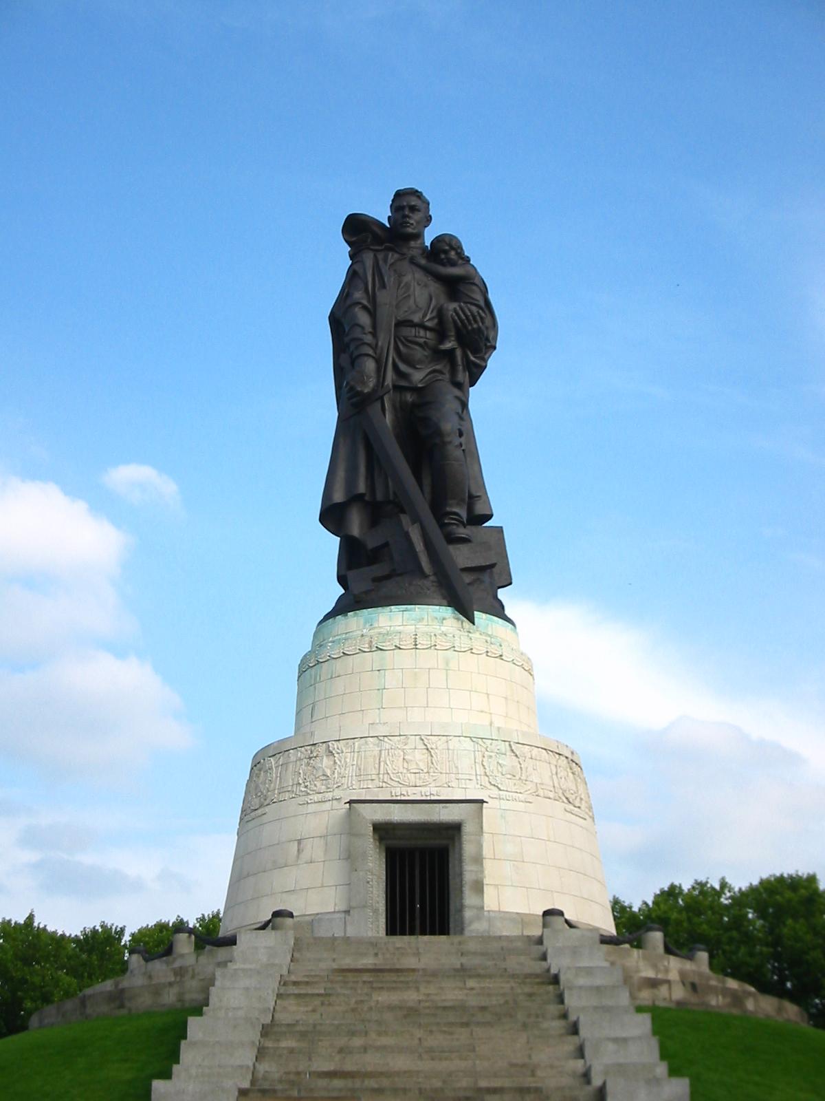 Воин-освободитель: описание, фото и видео памятника