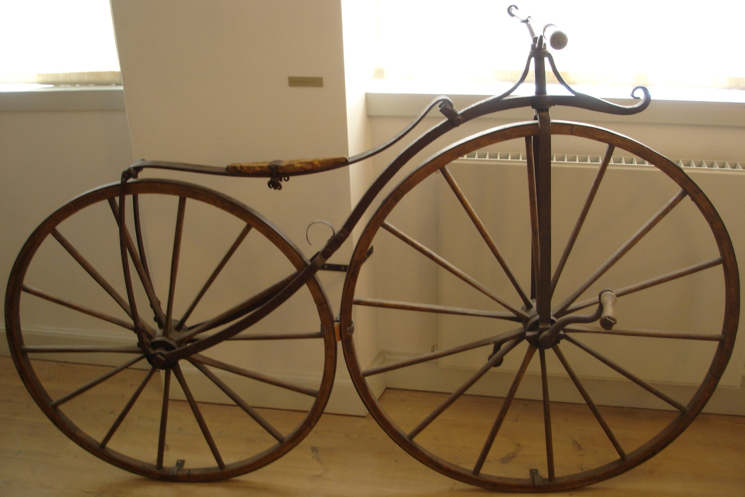 http://dic.academic.ru/pictures/wiki/files/66/Bicycle_1865.jpg