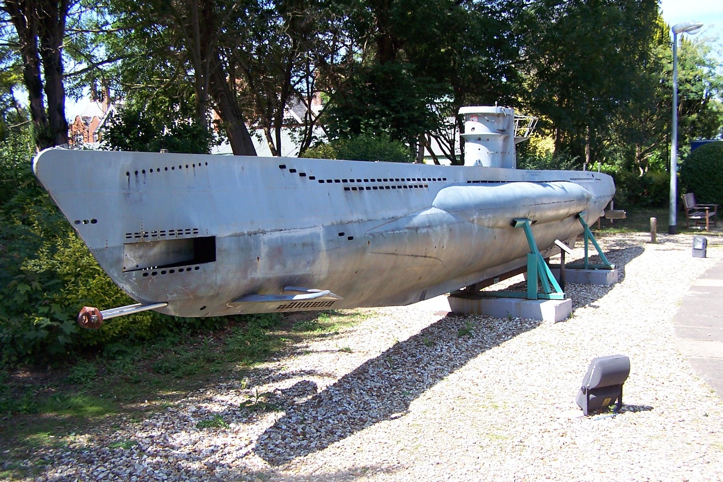 кино подводная лодка энигма