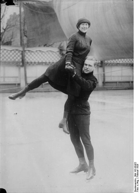 The roller skater sonja solo - 3 9