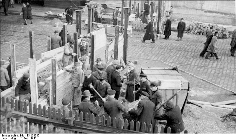 http://dic.academic.ru/pictures/wiki/files/66/Bundesarchiv_Bild_183-J31385%2C_Berlin%2C_Bau_einer_Panzersperre.jpg