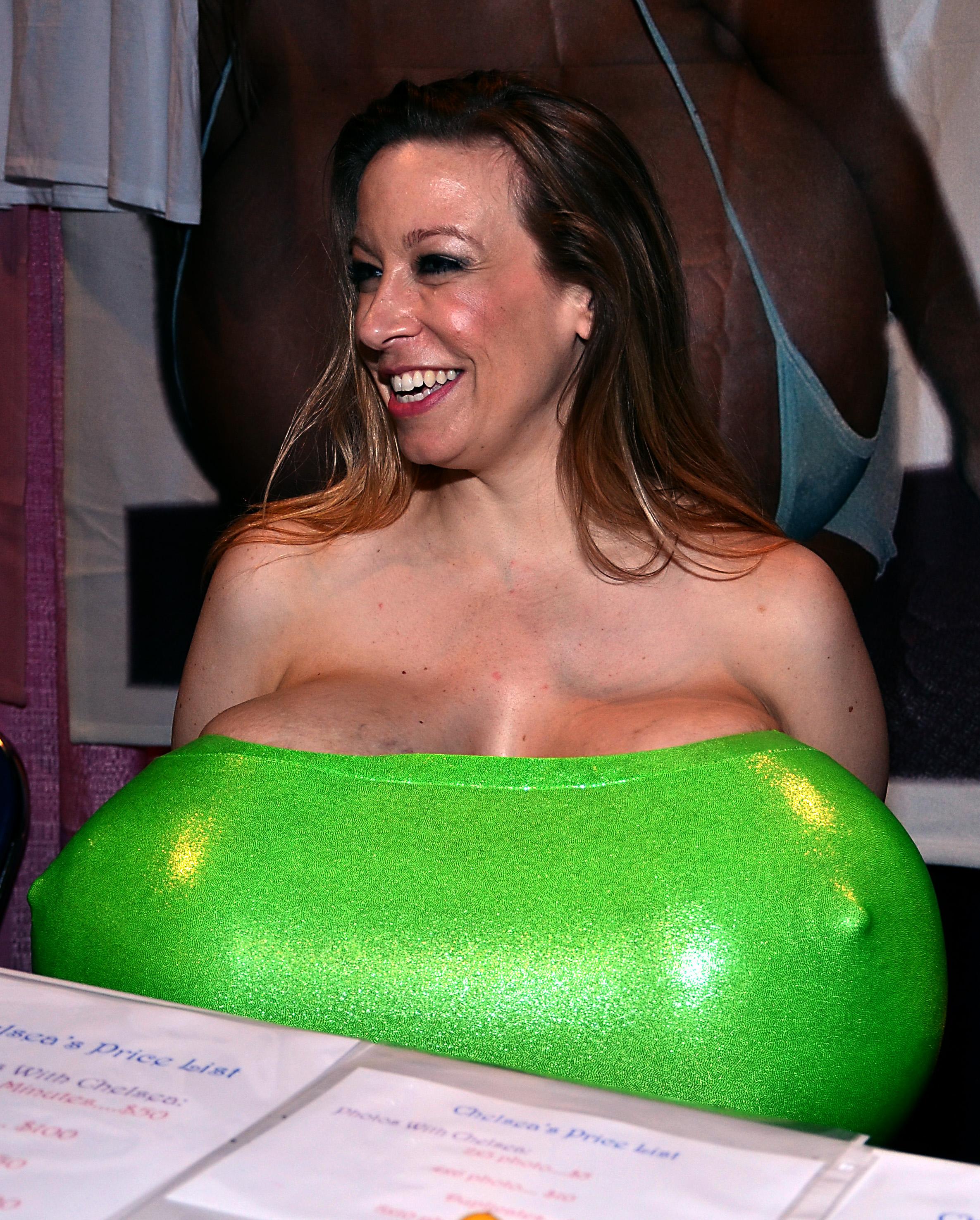 Фото больших бюстов женщин 20 фотография