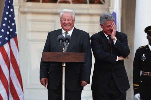 http://dic.academic.ru/pictures/wiki/files/67/Clinton_Yeltsin_1995.jpg