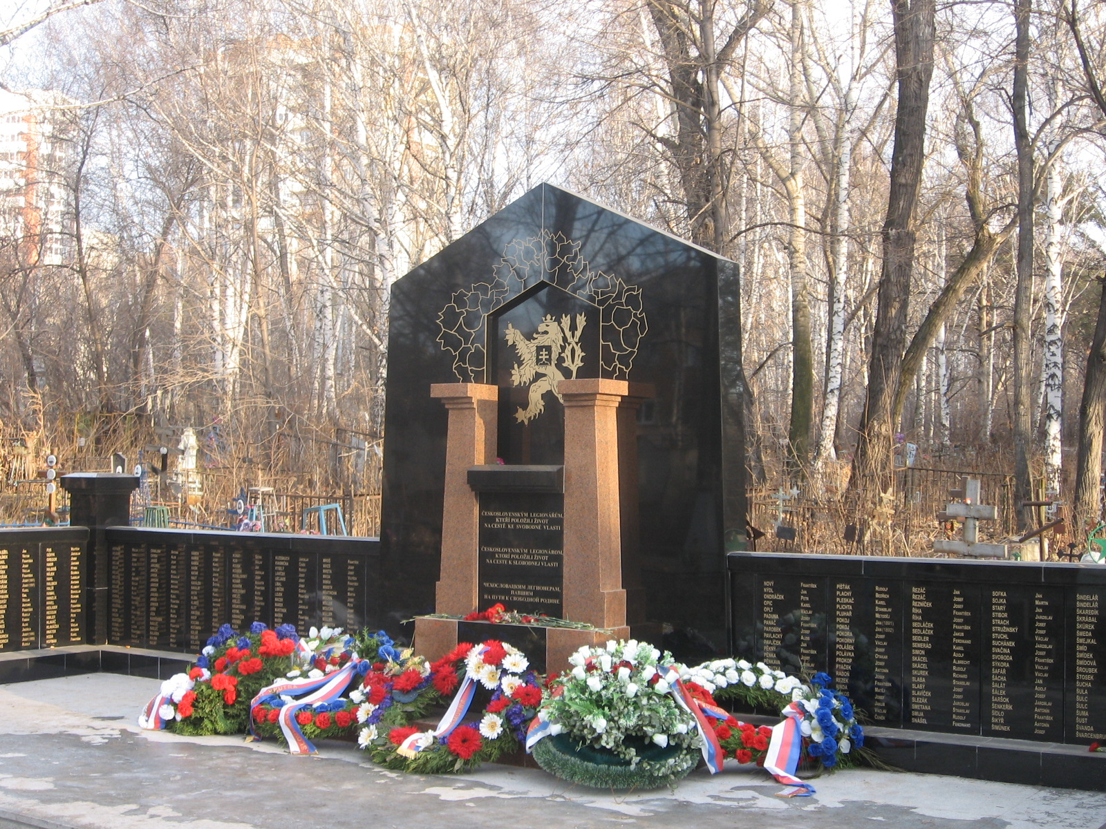 https://dic.academic.ru/pictures/wiki/files/67/Czech_troop_monument1.jpg