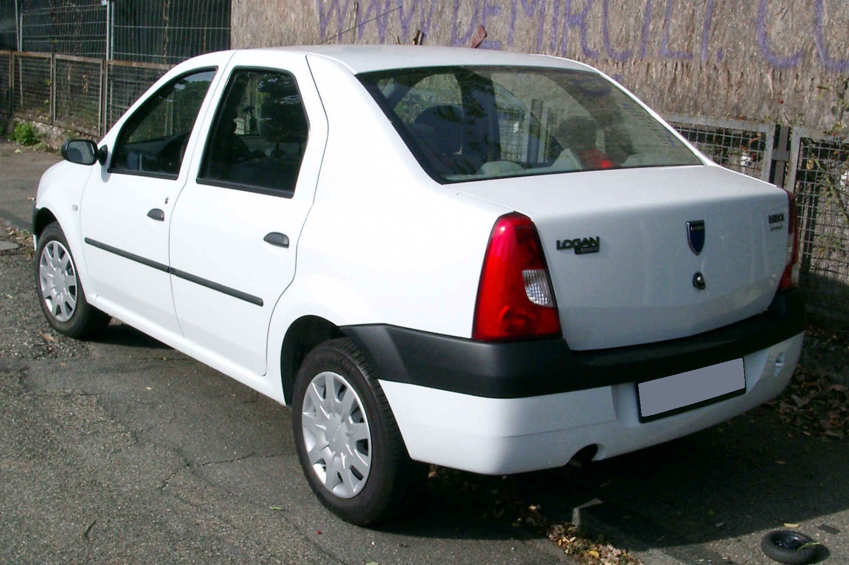 Dacia_Logan_rear_20080917.jpg