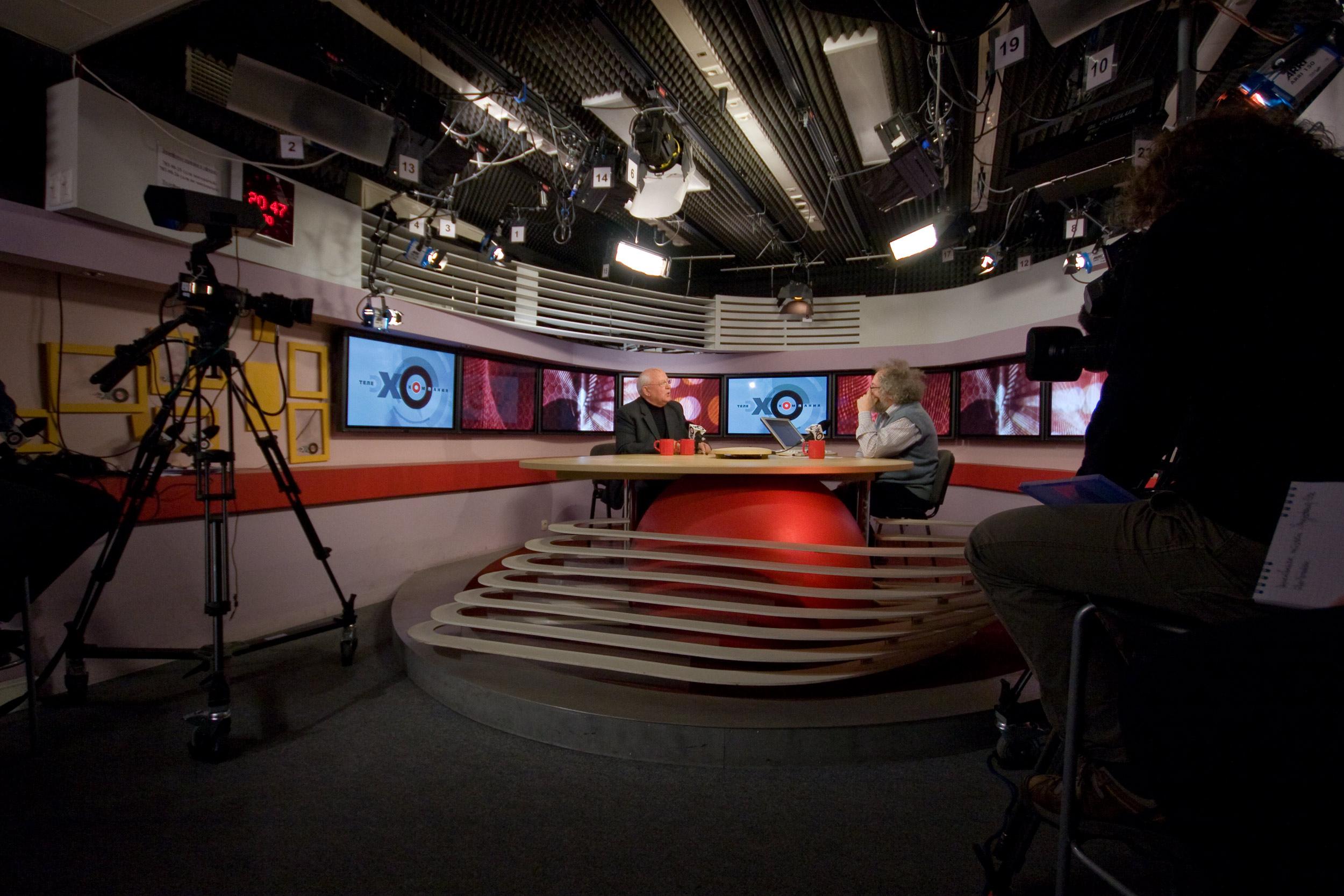 Смотреть вебкамеру Камера в студии Радио Маяк онлайн
