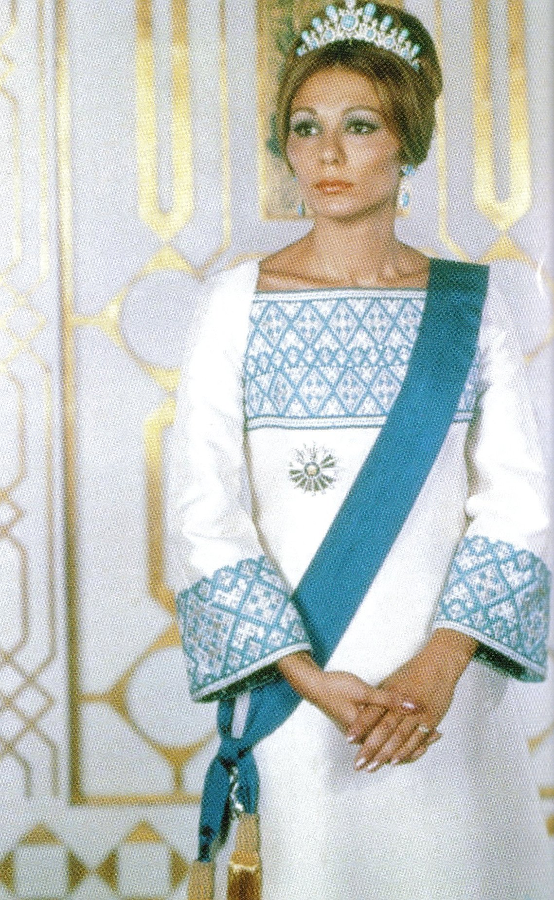 http://dic.academic.ru/pictures/wiki/files/69/Empress_Farah.jpg
