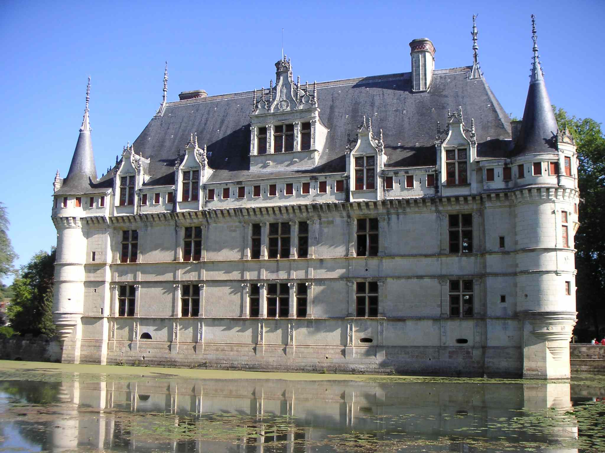 http://dic.academic.ru/pictures/wiki/files/70/Fa%C3%A7ade_cot%C3%A9_douve_Azay-le-rideau.JPG