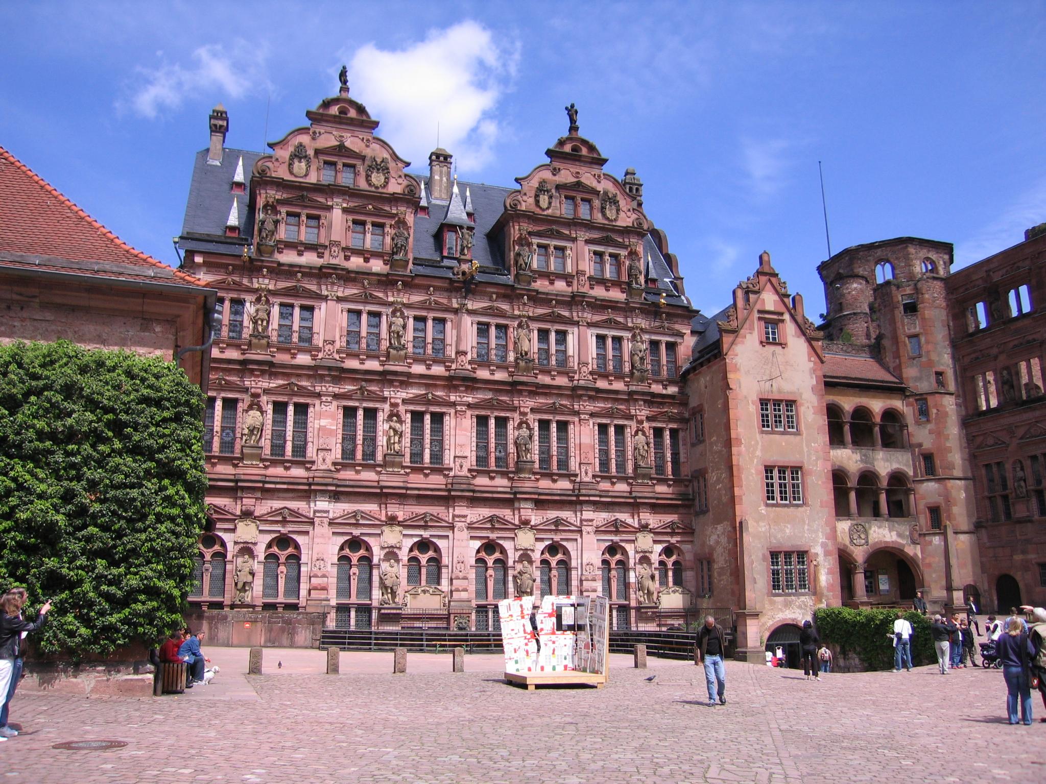 http://dic.academic.ru/pictures/wiki/files/72/HeidelbergFriedrichsbau.jpg