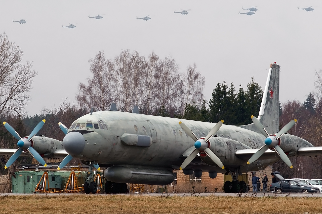 http://dic.academic.ru/pictures/wiki/files/73/Ilyushin_Il-20M_%283%29.jpg