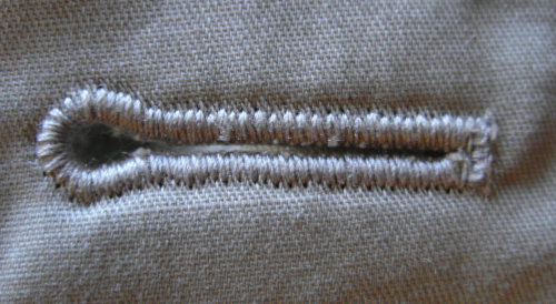 Петли на одежде для вешалок