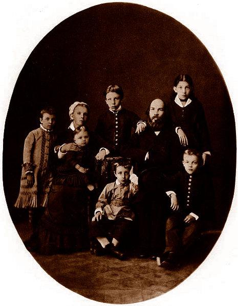 Страдал Ленин или нет впоследствии от своей ориентации? Вырос озлобленным, возненавидил весь мир http://dic.academic.ru/pictures/wiki/files/76/La_famiglia_Ul%27janov.jpg
