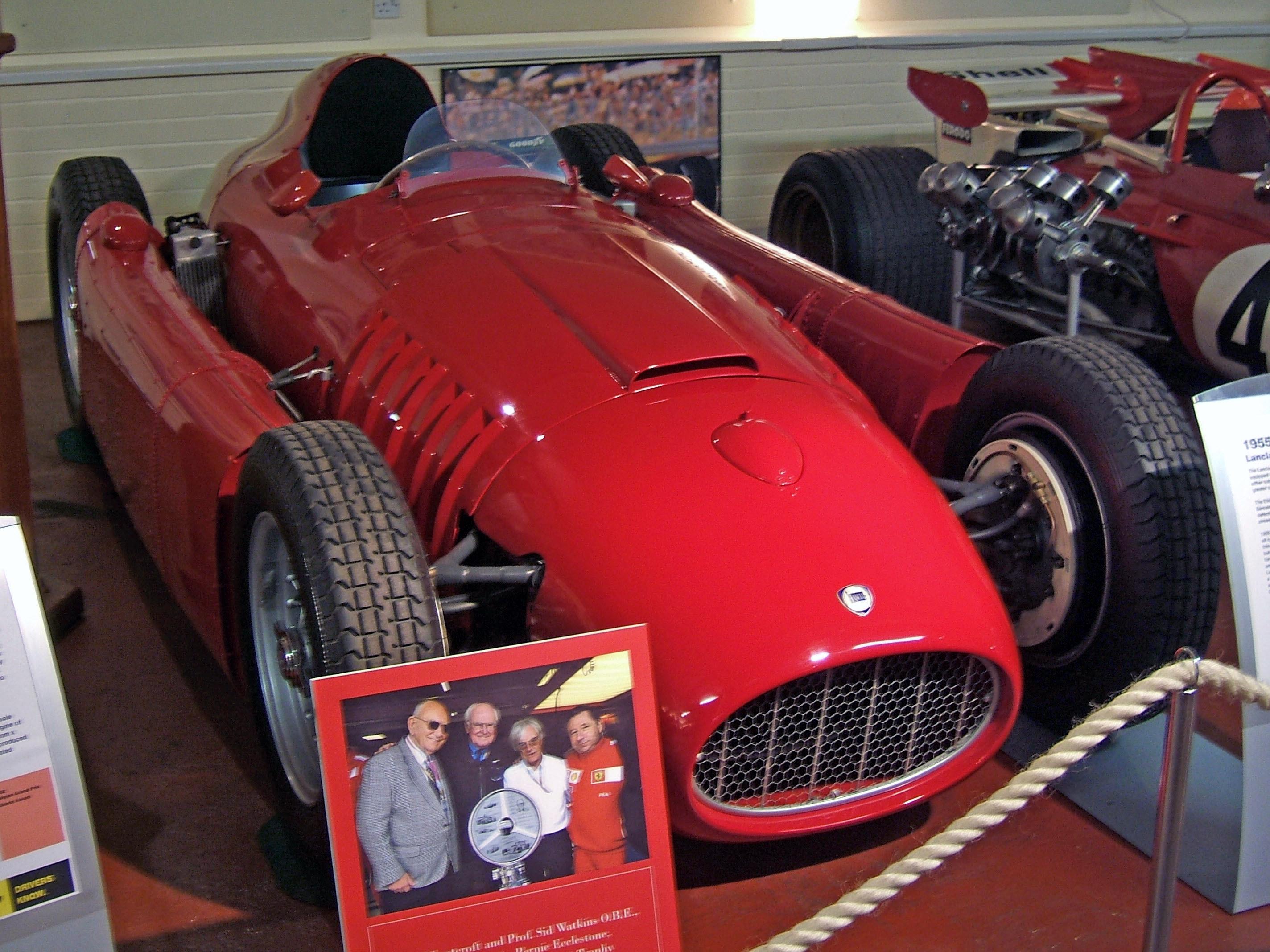 http://dic.academic.ru/pictures/wiki/files/76/Lancia_D50_Donington.jpg