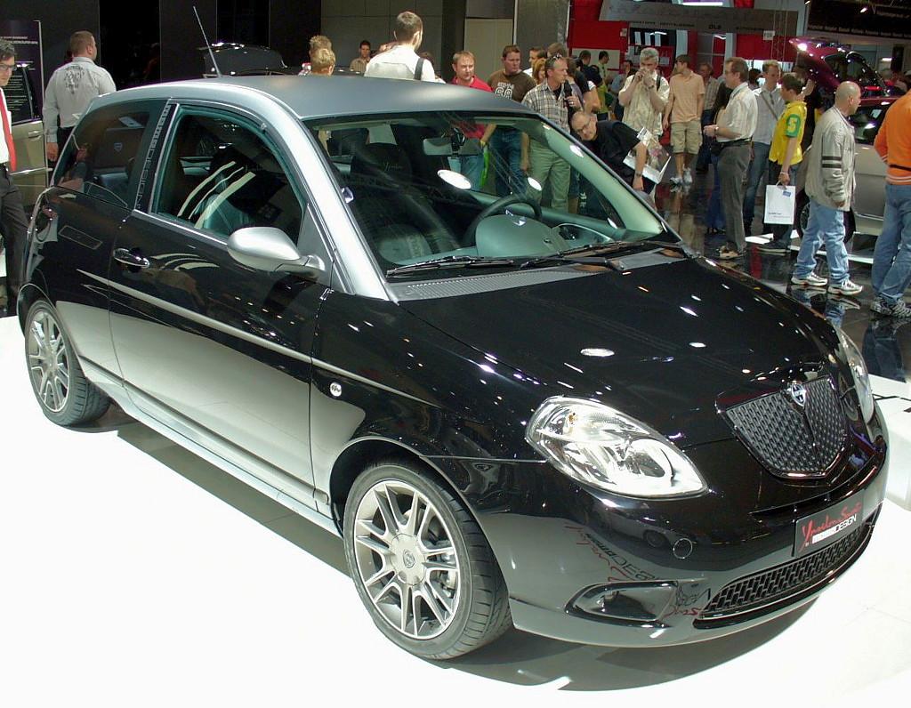 Lancia ypsilon lancia ypsilon for Lancia y momo design interni
