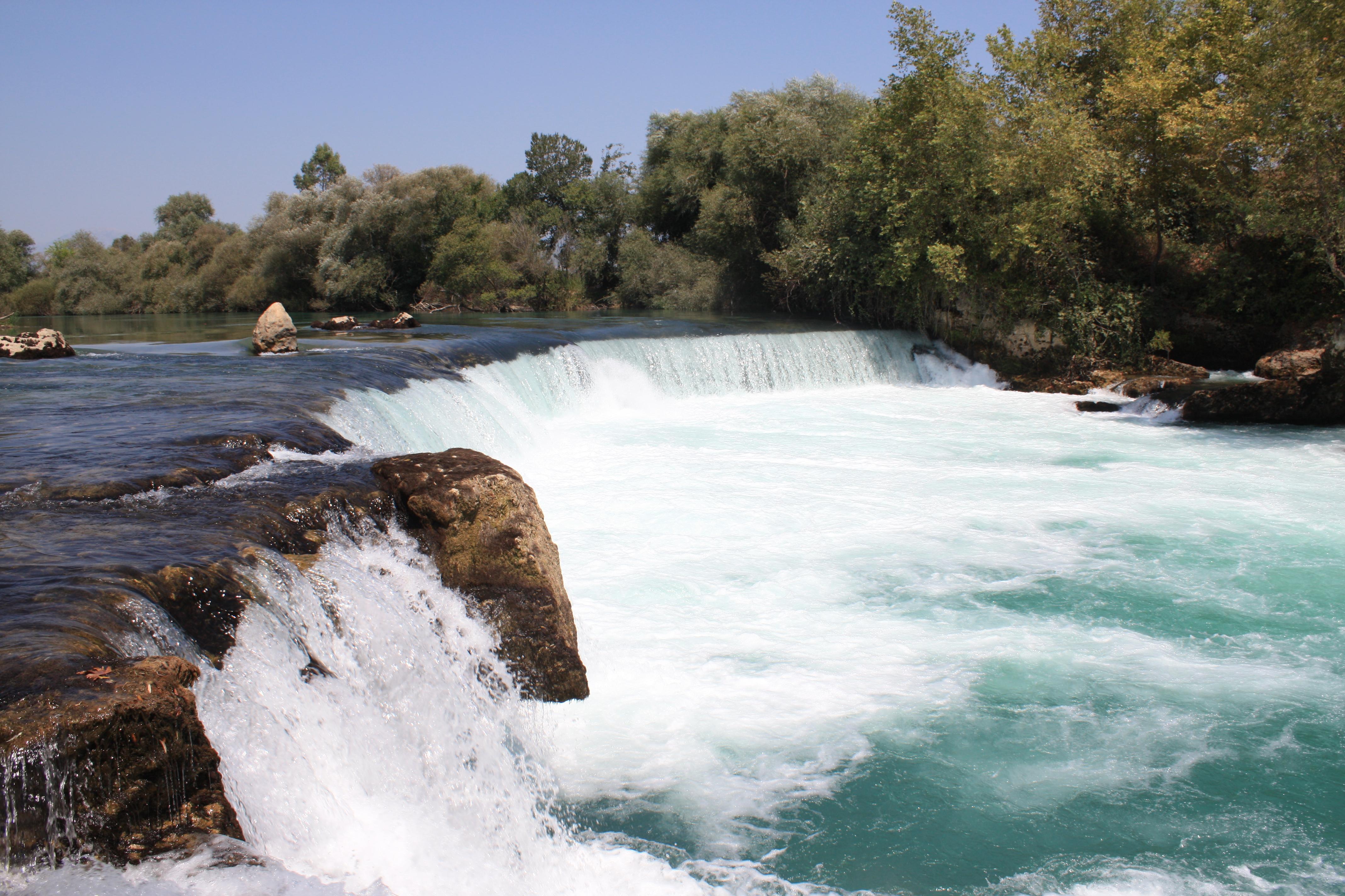Фото водопад в горах