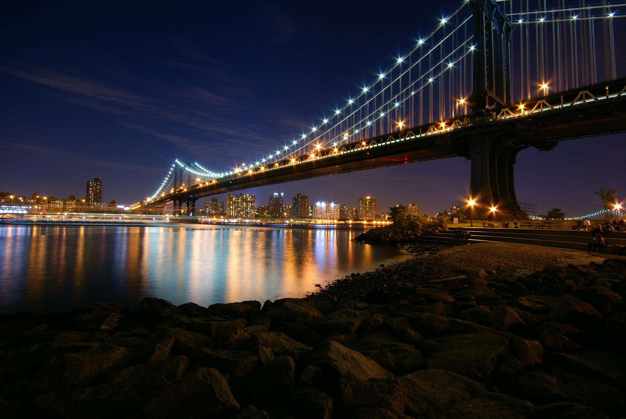 Manhattan_Bridge_at_Night.JPG