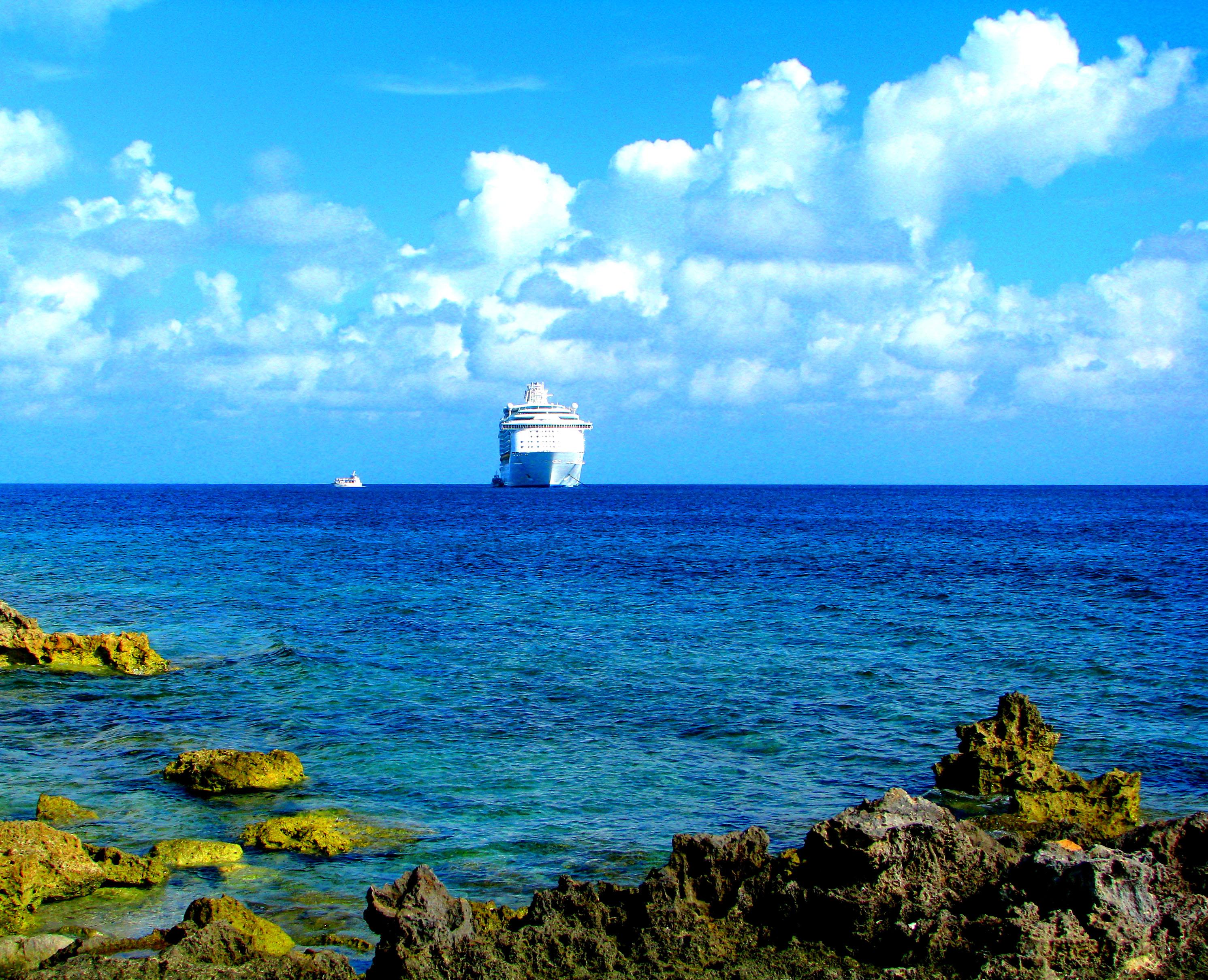 Судно mariner of the seas на карибском море