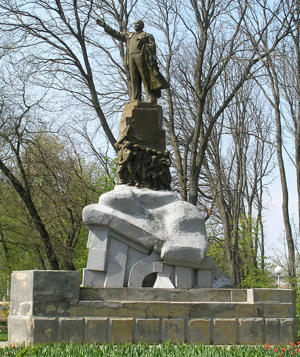 Памятник с сердцем Краснотурьинск надгробие польских рыцарей фото