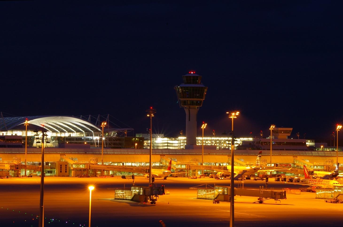 http://dic.academic.ru/pictures/wiki/files/77/Muenchen_Flughafen_Nacht.jpg