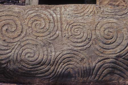 http://dic.academic.ru/pictures/wiki/files/78/Newgrange_Entrance_Stone.jpg