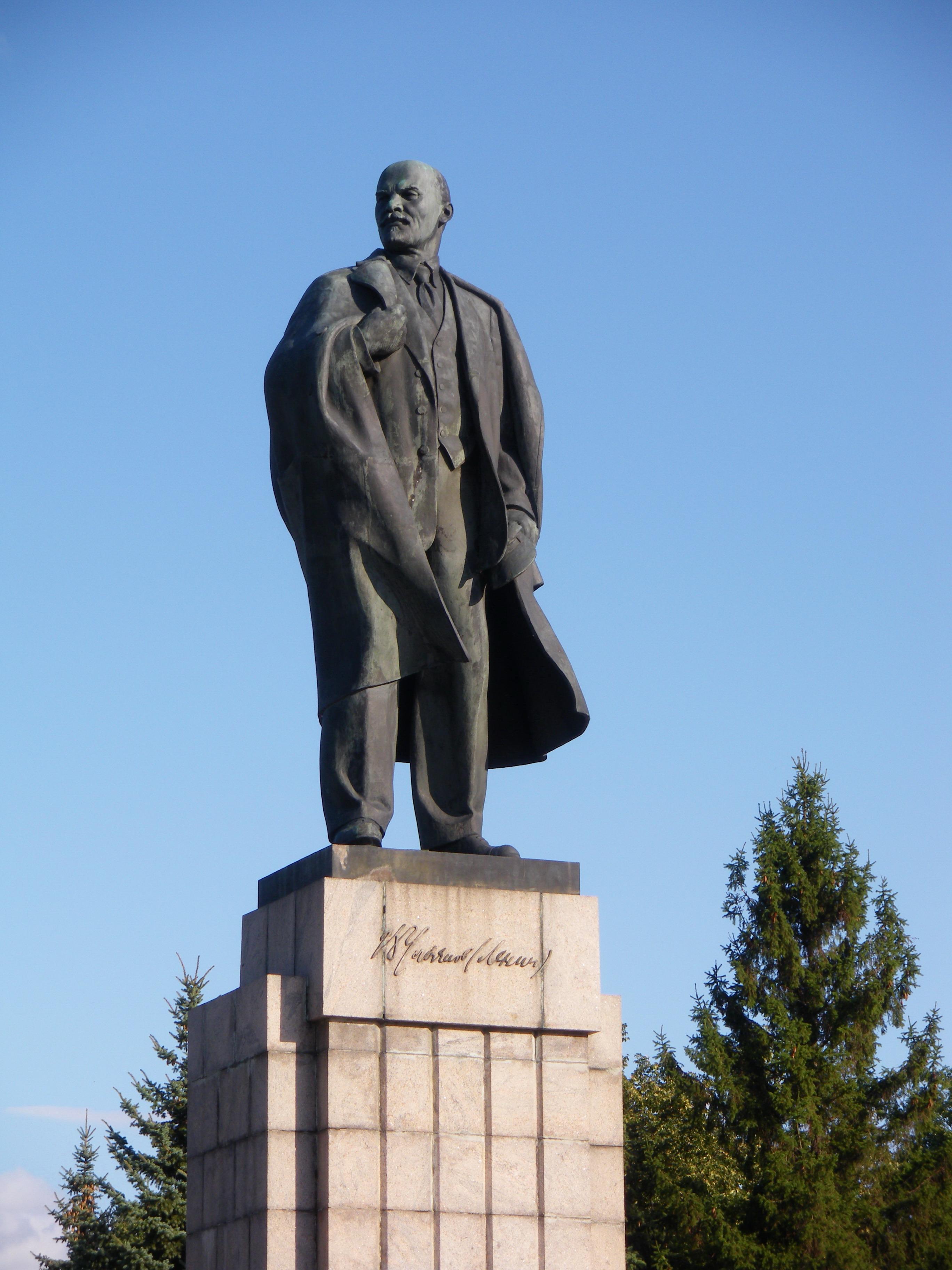 Памятники в волгограде с описанием joomla цветное фото на памятник цена 0 5
