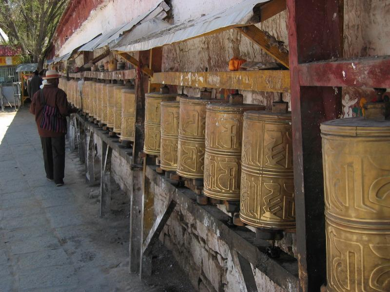 http://dic.academic.ru/pictures/wiki/files/80/Prayer_wheels_in_Samye.jpg