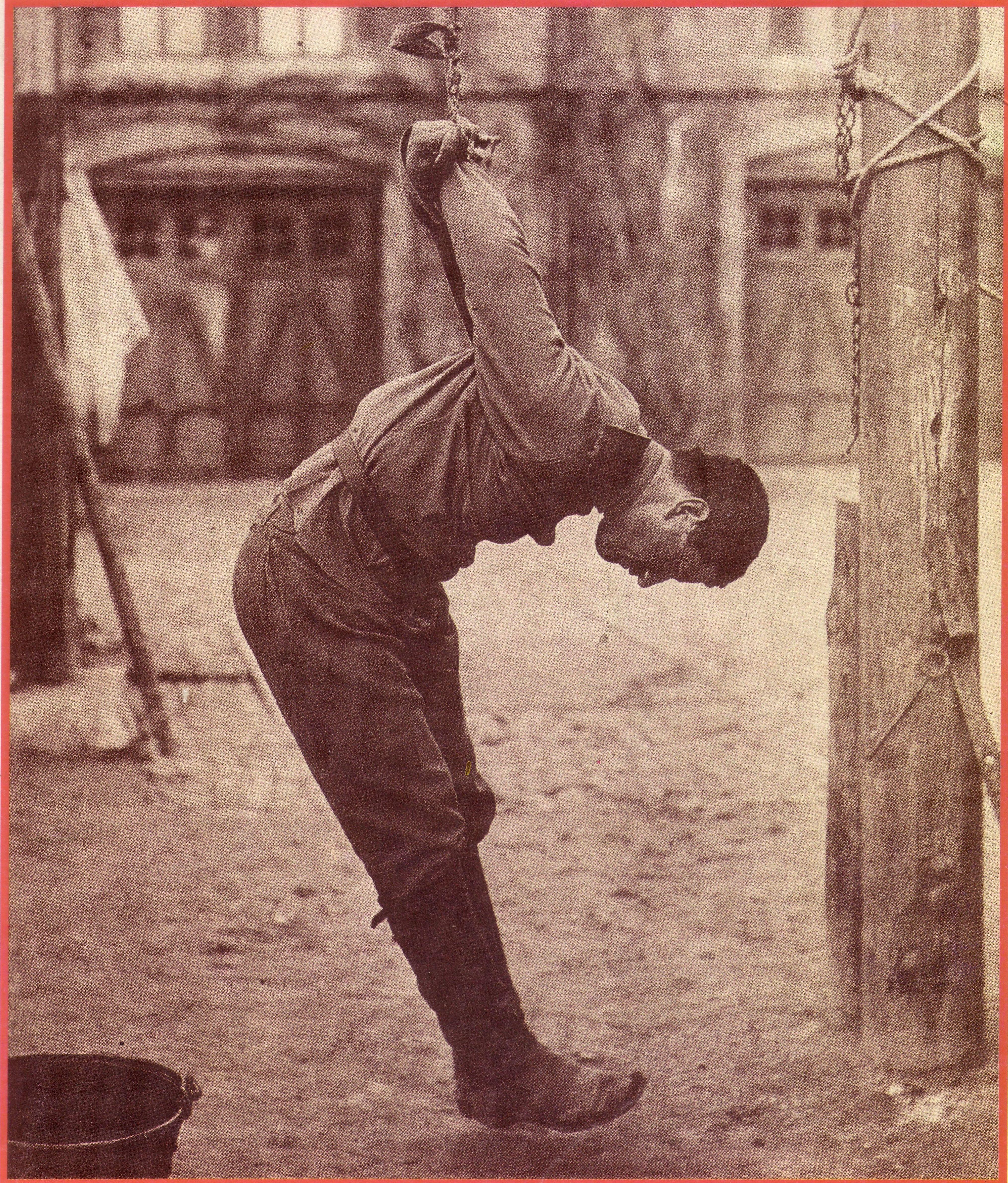 Пытки женщины на дыбе 21 фотография