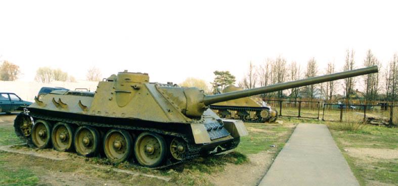 المدرعة الروسيه SU 100 SU-100