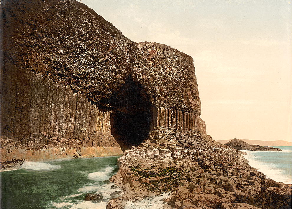 http://dic.academic.ru/pictures/wiki/files/83/Scotland-Staffa-Fingals-Cave-1900.jpg