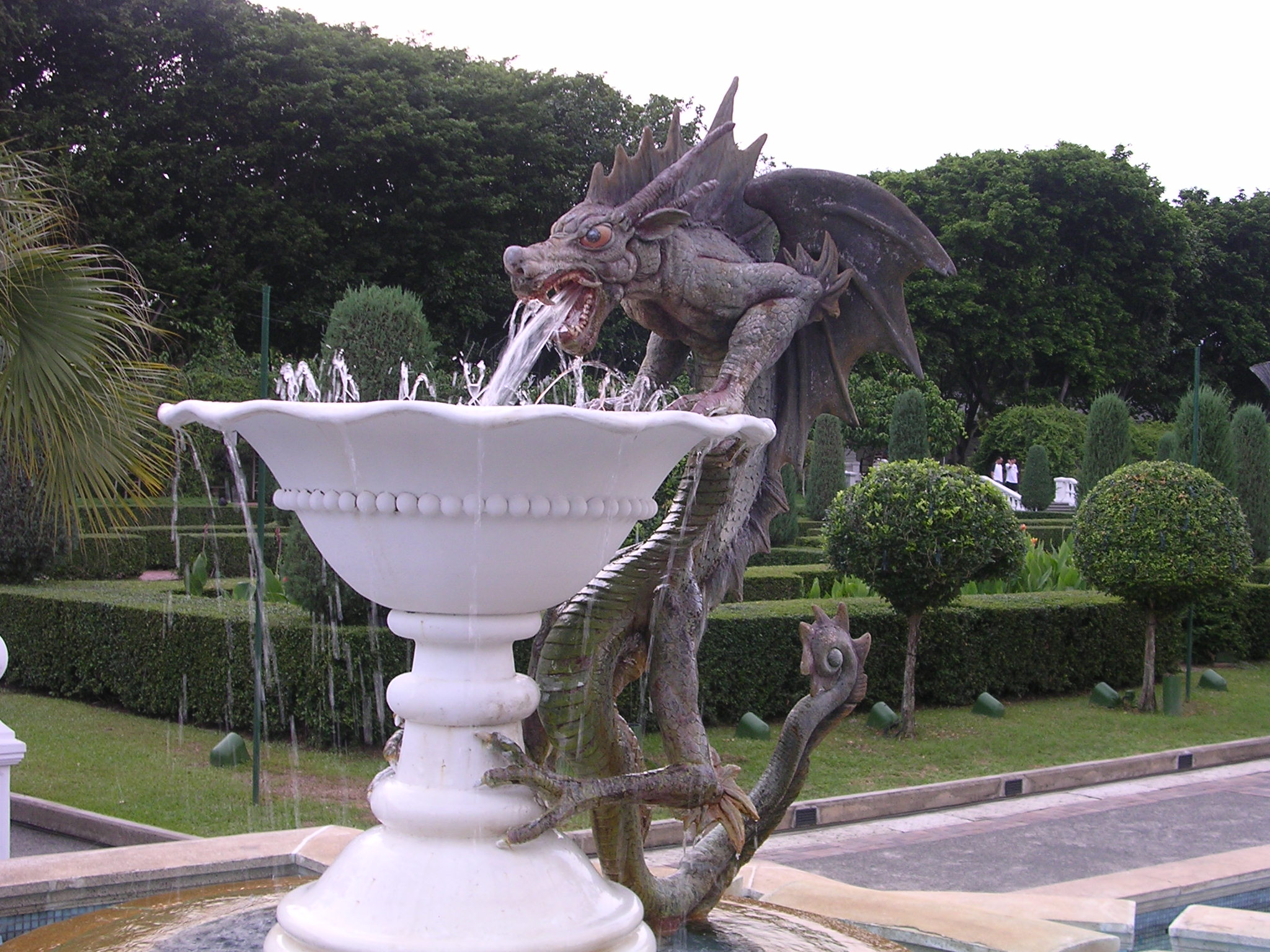 http://dic.academic.ru/pictures/wiki/files/83/Sg_sentosa_dragon_mfountain.jpg