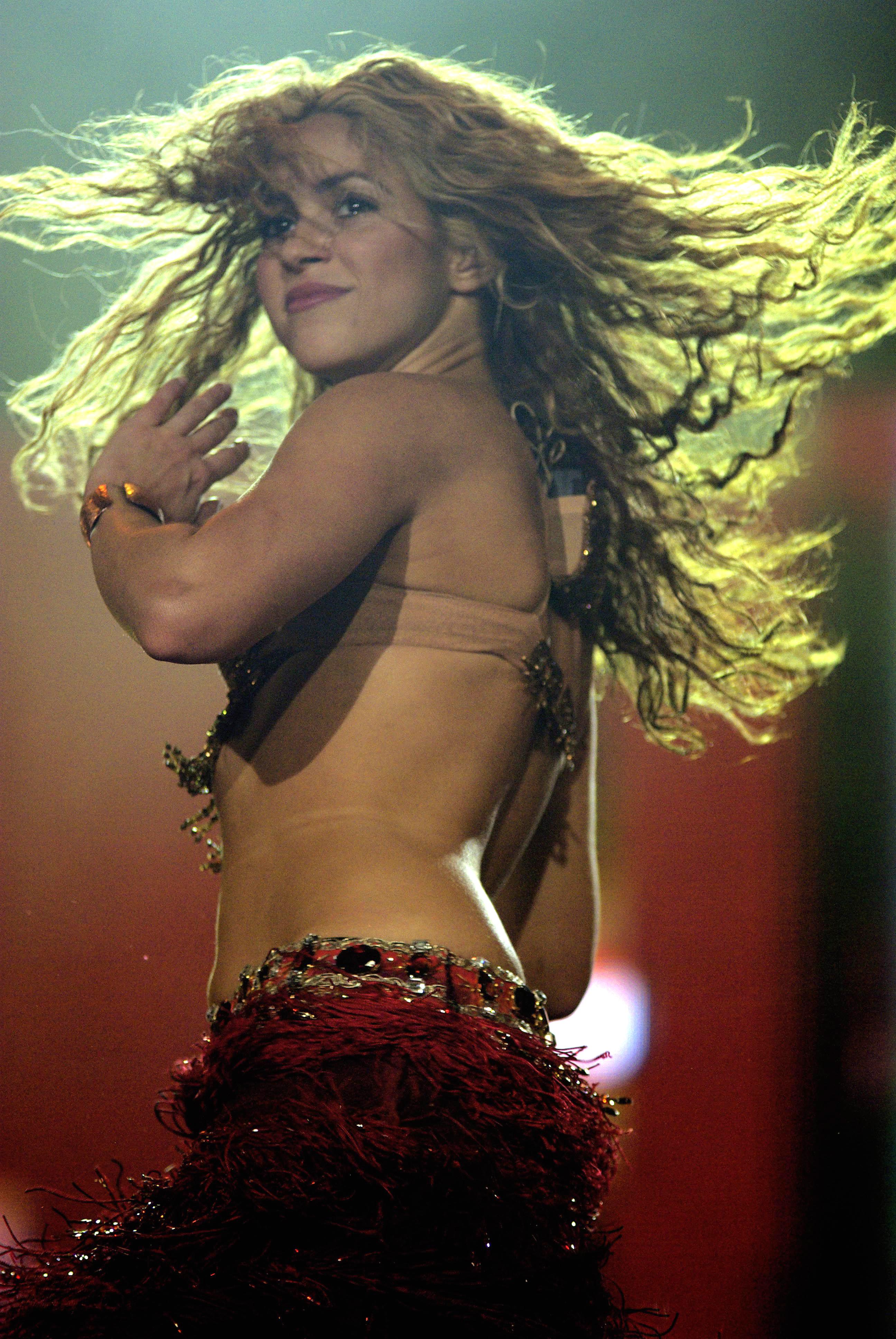 http://dic.academic.ru/pictures/wiki/files/83/Shakira_-_Rock_in_Rio_2008_02.jpg