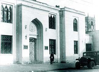 http://dic.academic.ru/pictures/wiki/files/84/The_first_film_studio_in_Baku.jpg