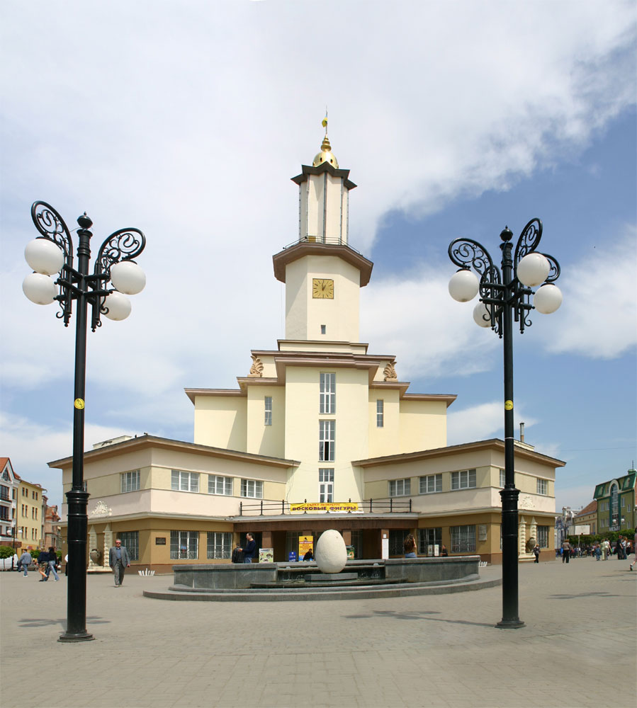 http://dic.academic.ru/pictures/wiki/files/84/Townhall_ivano-frankivsk.jpg