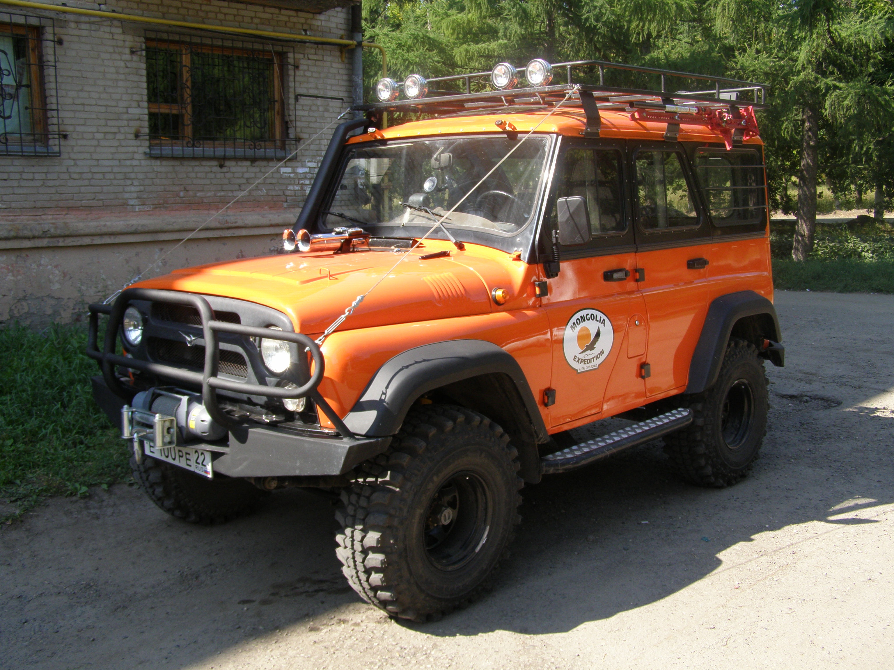 UAZ_Hunter_used_during_an_expedition_to_Mongolia.jpg