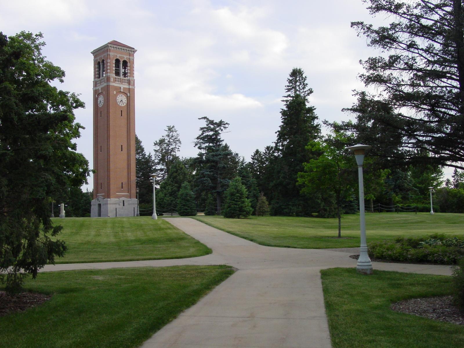 Колледжи и университеты