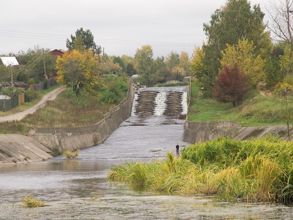 Россия реки/озера   ландшафты Водосброс на Учинском водохранилище
