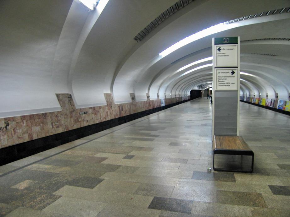 http://dic.academic.ru/pictures/wiki/files/85/Uralmash_metro_station_%28Yekaterinburg%29.jpg