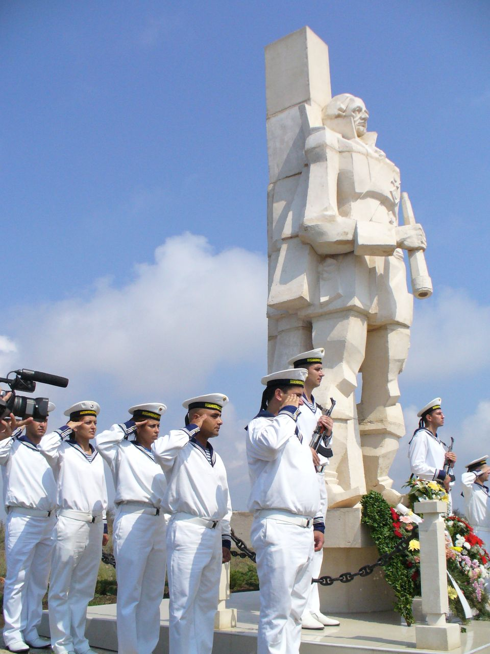 http://dic.academic.ru/pictures/wiki/files/85/Ushakov_Monument_Kavarna.JPG height=940 height=657