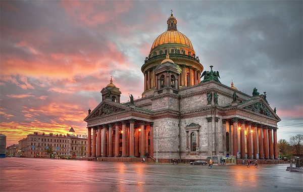http://dic.academic.ru/pictures/wiki/files/86/View_to_Saint_Isaac's_Cathedral_by_Ivan_Smelov.jpg
