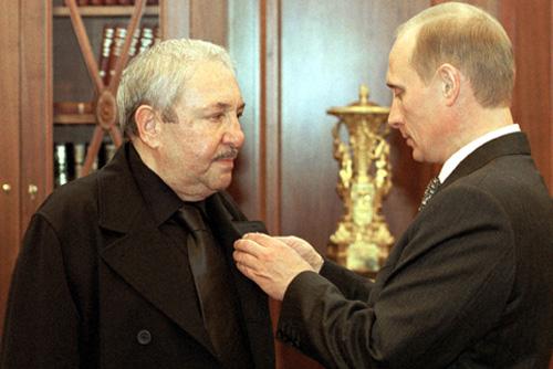 http://dic.academic.ru/pictures/wiki/files/86/Vladimir_Putin_6_October_2000-2.jpg