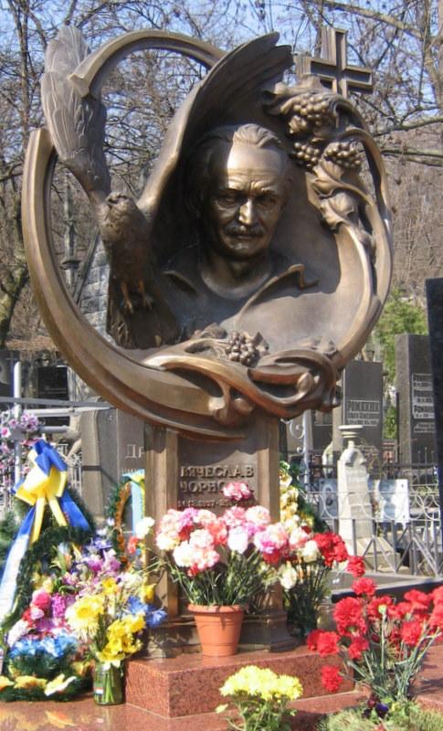 Могила Вячеслава Чорновола, фото dic.academic.ru