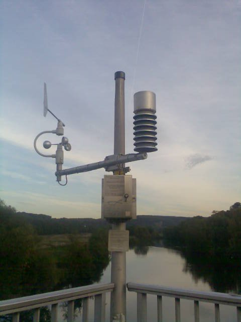 http://dic.academic.ru/pictures/wiki/files/87/Wetterstation01.jpeg