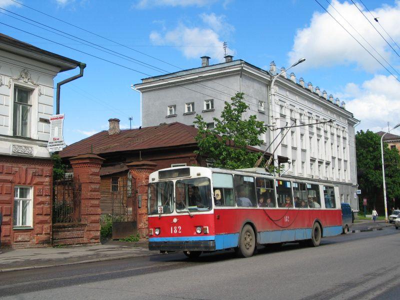 Троллейбус «ЗиУ-682» № 182